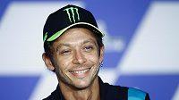 Italský motocyklový závodník Valentino Rossi oznamuje, že po sezoně ukončí kariéru.