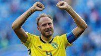 Kapitán švédské reprezentace Andreas Granqvist slavil postup do čtvrtfinále MS. Teď už může slavit i narození zdravé dcery.