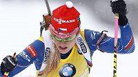 Gabriela Soukalová se žlutým číslem pro vedoucí závodnici Světového poháru.