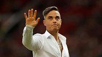 Robbie Williams při charitativním utkání v Manchesteru.