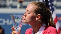 Tenistka Marie Bouzková se jako první Češka raduje z triumfu ve dvouhře juniorek na US Open.