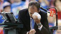 Arnaud Gabas si leduje oko po zásahu míčkem.
