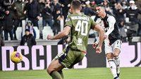 Cristiano Ronaldo prvním hattrickem v italské fotbalové lize zařídil Juventusu výhru 4:0 nad Cagliari.