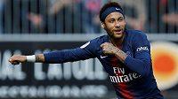 Neymar zůstává zatím v dresu PSG.