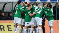 Fotbalisté Jablonce se radují ze vstřelení gólu proti Příbrami.