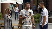 Tomáš Necid a Michal Kadlec v centru polské Vratislavi během volného dne, který jim trenér Michal Bílek udělil