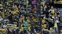 Fanoušci Litvínova se radují po vítězném utkání se Spartou. Pražský klub za chování svých příznivců v tomto duelu dostal pokutu