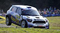 Václav Pech a Petr Uhel s autem Mini John Cooper Works S2000 při rychlostní zkoušce na Barum rallye ve Slušovicích.