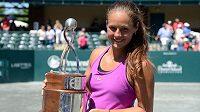 Darja Kasatkinová po zisku svého prvního titulu.