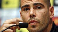 Victor Valdés na tiskové konferenci vysvětluje, proč končí v Barceloně.