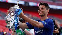 Álvaro Morata v dresu Chelsea slaví zisk FA Cupu. Ve španělském kádru pro MS pro něj ovšem místo nezbylo.