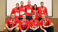 Na Bahamách se představili i dva medailisté z HME v Bělehradě Patrik Šorm (nahoře uprostřed) a Jan Tesař( druhý zprava v dolní řadě).rm (nahoře uprostřed) a Jan Tesař( druhý zprava v dolní řadě).