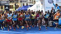 Pražský maraton je mezi běžci velmi populární.