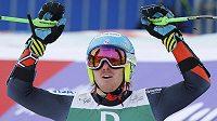 Američan Ted Ligety se raduje z triumfu v obřím slalomu na MS ve Schladmingu.