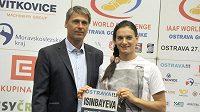 Ruská tyčkařka Jelena Isinbajevová a ředitel atletického mítinku Zlatá tretra Jan Železný
