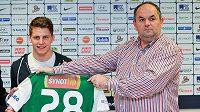 Majitel fotbalového klubu FK Baumit Jablonec Miroslav Pelta spolu s Lukášem Masopustem (vlevo), který se stal novou posilou klubu.
