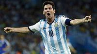 Lionel Messi slaví svou trefu v utkání proti Bosně a Hercegovině na stadiónu Maracaná.