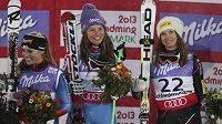 Tři nejúspěšnější v super-G na MS ve Schladmingu: (zleva) stříbrná Lara Gutová ze Švýcarska, slovinská vítězka Tina Mazeová a bronzová Julia Mancusová z USA.