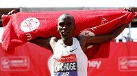 Keňan Eliud Kipchoge vyhrál potřetí v kariéře Londýnský maraton