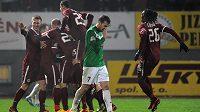 Hráči Sparty Praha oslavují vítězný gól na 3:2 během utkání 16. kola Gambrinus ligy v Jablonci nad Nisou.