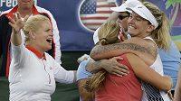 Americké tenistky se radují z postupu.