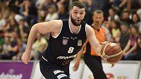 Pavel Grunt z Děčína v úvodním finále ligy basketbalistů.