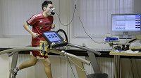 Fotbalisté Dukly Praha zahájili kondičními testy na Fakultě tělesné výchovy a sportu Univerzity Karlovy v Praze zimní přípravu. Na snímku je obránce Vjačeslav Karavajev.