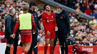 Fotbalistům Liverpoolu bude v úvodním utkání nového ročníku anglické ligy v sobotu v Norwichi chybět záložník Curtis Jones. Důvodem jsou preventivní opatření kvůli otřesu mozku.