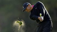Americký golfista Tiger Woods na 18. jamce turnaje v Sherwood Country Club.