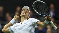 Český tenista Tomáš Berdych se raduje v Rotterdamu z vítězství nad Chorvatem Marinem Čiličem.