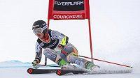 Norka Mina Fürst Hollmannová na trati obřího slalomu SP v Courchevelu.