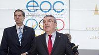 Prezident Českého olympijského výboru Jiří Kejval (vlevo) a prezident Mezinárodního olympijského výboru Thomas Bach na valném shromáždění Evropských olympijských výborů.