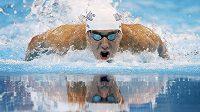 Michael Phelps při kvalifikačním závodu na 100 metrů motýlek v americké Omaze.