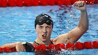 Americká plavkyně Katie Ledecká vyhrála na MS v Kazani 1500 metrů volný způsob v novém světovém rekordu.