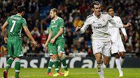 Fotbalista Realu Madrid Gareth Bale (vpravo) se raduje z gólu proti bulharskému Ludogorci Razgrad v Lize mistrů.