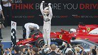 Jak dlouho bude ještě formule fanoušky bavit? Hamiltonovy triumfy zatím sledují vyprodané okruhy.