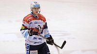 Patrik Poulíček nečekal, že ho zrovna rozhodčí pošle k ledu.