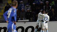 Hráči Olympique Marseille se radují z gólu v zápase Evropské ligy proti Liberci.
