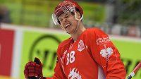 Aron Chmielewski z Třince se raduje z třetí branky proti Brynäs.