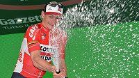 Němec André Greipel se raduje z etapového vítězství na letošním Giru.