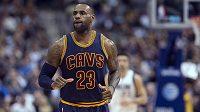 Basketbalista Clevelandu Cavaliers LeBron James během utkání s Dallasem.