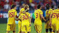 Fotbalisté Liverpoolu se radují z branky.