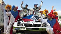 Vítězná posádka Barum rallye Jan Kopecký (vpravo) a Pavel Dresler s vozem Škoda Fabia S2000.