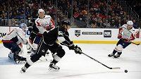 Švédský útočník Carl Hagelin (č. 62) ještě v dresu Los Angeles v utkání NHL právě proti Washingtonu.