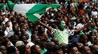 Fanoušci nigerijských fotbalistů v přátelském utkání proti Anglii.