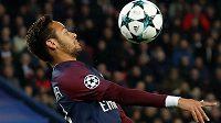 Brazilec Neymar prý už není v Paříži šťastný. Média začínají spekulovat, že se bude z PSG už během zimy stěhovat. Vrátí se do Barcelony?