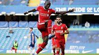 Liverpoolský Sadio Mané oslavuje svou druhou trefu do sítě Chelsea.