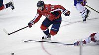 Nathan Walker (79) při svém debutu v NHL.