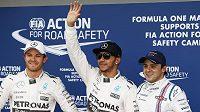Jezdci formule 1 v Austrálii. Zleva Nico Rosberg, Lewis Hamilton a Felipe Massa.