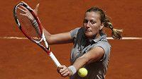 Česká tenistka Petra Kvitová v duelu s Rumunkou Simonou Halepovou.
